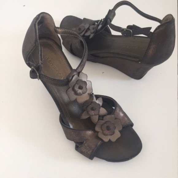 33c967a0b1 Kenneth Cole Shoes | Bronze Sandals Size 7 | Poshmark